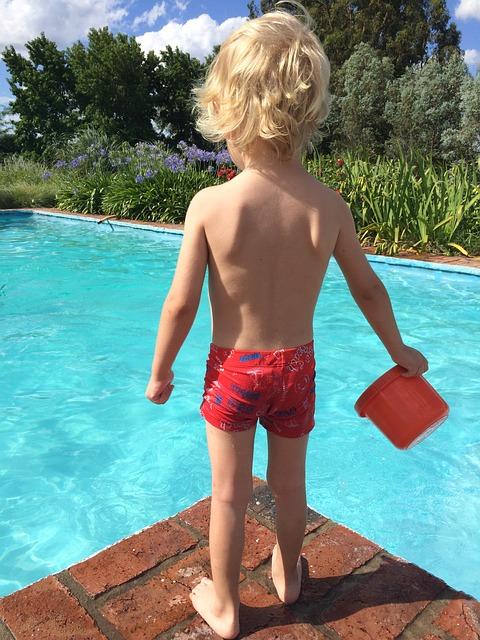 Producent basenów – budowa basenów w Lublinie. Tanie i dobre płytki do basenu – jak wybrać?